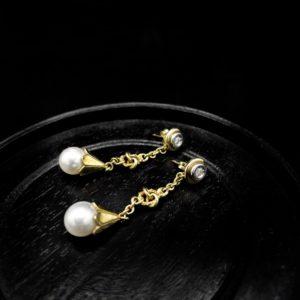 Paire de pendants d'oreilles, or 18K, diamants et perles de culture, années 80