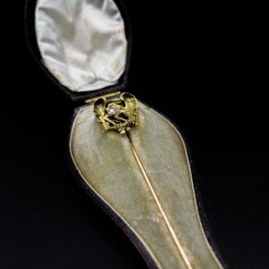 """Épingle à cravate """"griffon"""" en or 18K et diamants d'époque Napoléon III"""