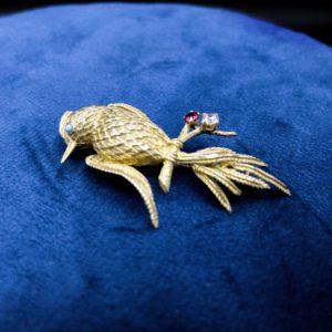 """Broche """"oiseau du paradis"""" en or 18k, diamant et rubis, années 50"""