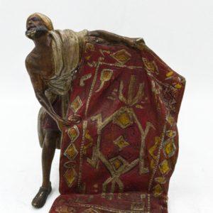 """Bronze de Vienne """"Arabe vendeur de tapis"""" début 20ème siècle"""