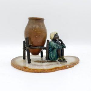 """Bronze de Vienne de Franz Bergmann, peint à froid, fin 19ème siècle, """"Jeune arabe à la jarre"""""""