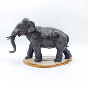 """Bronze japonais """"éléphant femelle"""" époque Meiji, signé"""